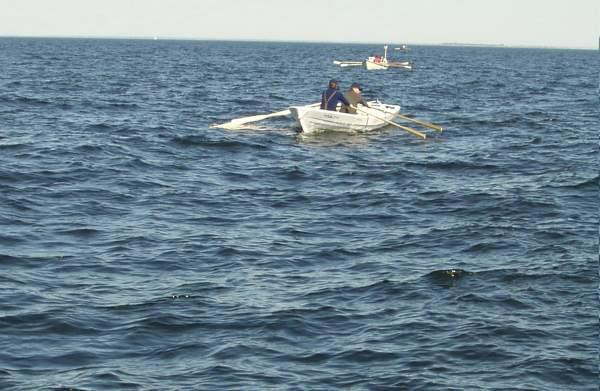 Etter å ha fått utstyret ombord og sørget for rett balanse i båten rodde vi videre til et fjelløy tre mil unna og slo opp teltene. Etter at vi hadde sittet litt rundt bålet kom natteroen. Morgenen 10. juni var det vekking klokken 5:00. Rundt 7:00 var vi i Porkkala havn og gjennomgikk grensevaktprosedyrer. Vi avtalte ruten og tiden med følgeskipet Silkku og tok årene fatt. Det var 4 båtmannskap som deltok på turen II SUOMENLAHDEN SOUTU i 2006: Kiili båt 440 med to roere og to båter av typen Kaisla 525 ERA. I den ene var det to roere, i den andre to roere og en styrmann. Trebåten for to roere var laget i løpet av 10 kvelder, noe som var en stor utfordring.